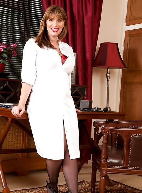 BBW Nurse Pics