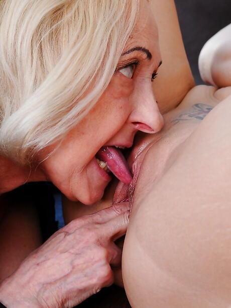 Tongue BBW Pics